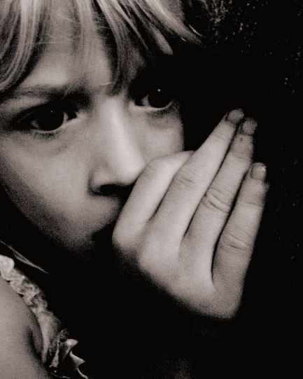 1200px-Scared_Child_at_Nighttime