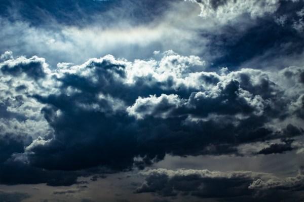 clouds-1404960_1920